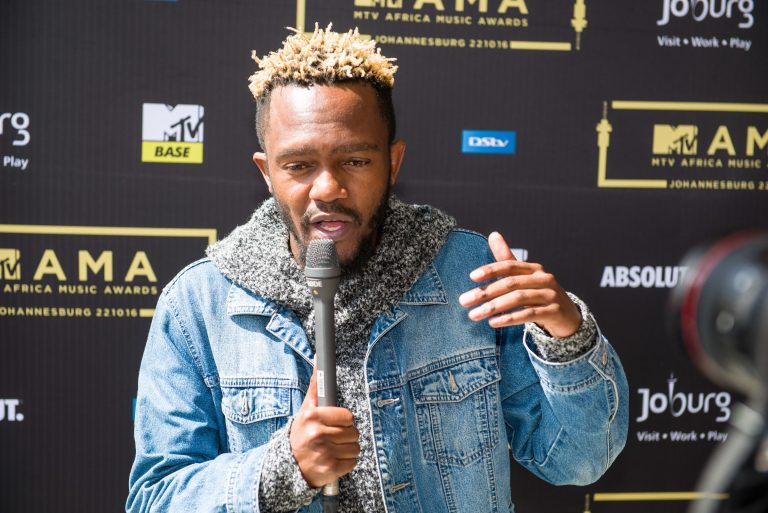 VIDEO: Kwesta Perform NGUD' At The #MTVMAMA2016 With Stonebwoy